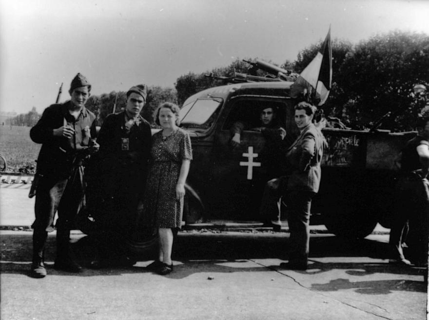 """Véhicule surnommé """"la Torpille"""", au moment de la Libération de Paris (Droits réservés, Musée départemental de la Résistance et de la Déportation de Lorris)"""
