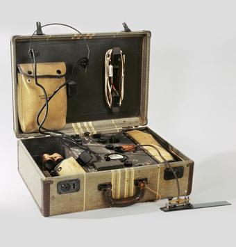 Poste émetteur-récepteur valise AR-11 © Musée de l'Armée, Dist. RMN