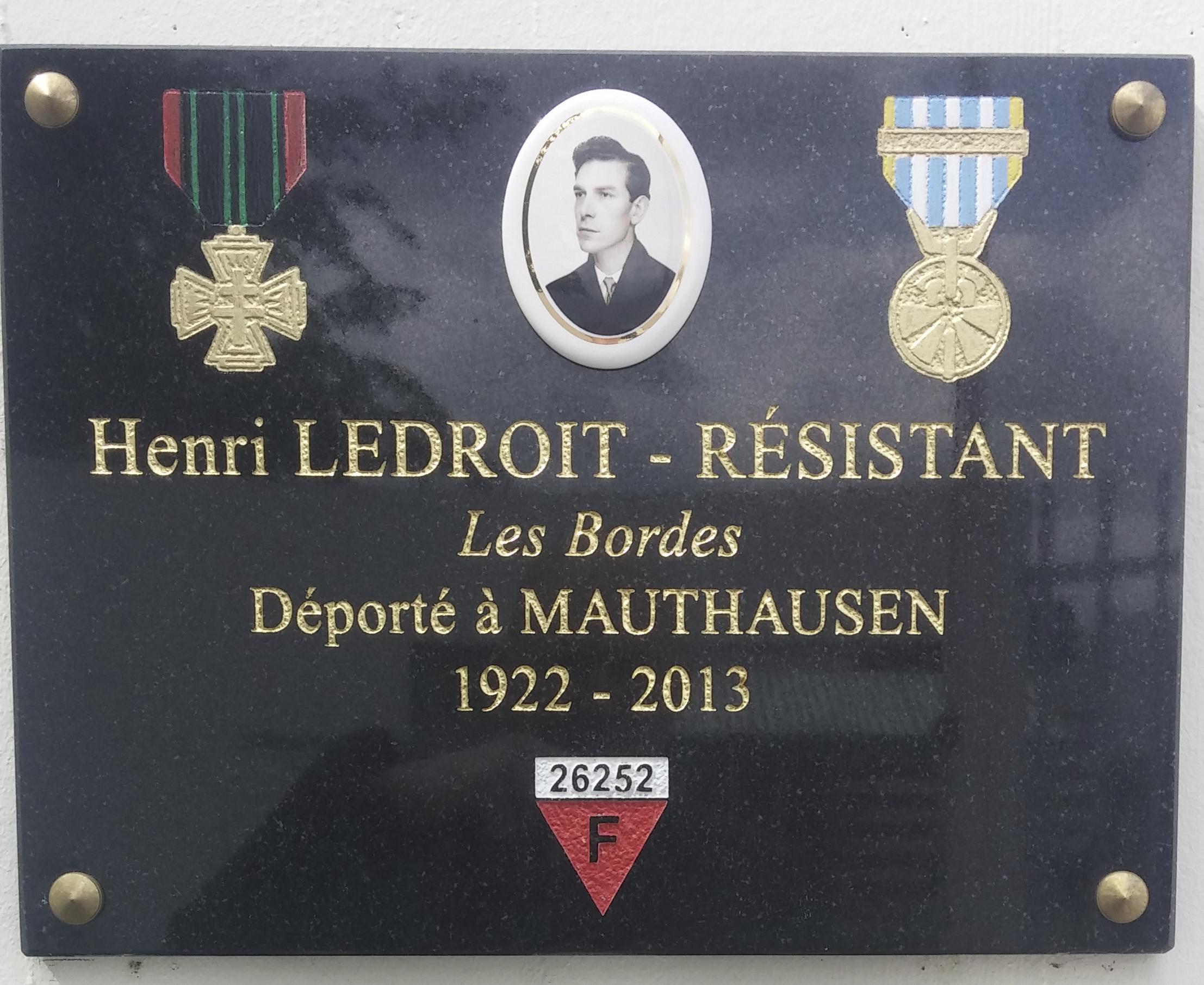 La plaque hommage en bonne place dans le carré mémorial du musée de Lorris